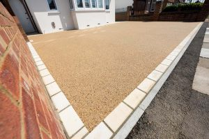 Resin drive edged with natural stone