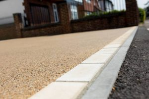 Resin driveway threshold edged with natural stone